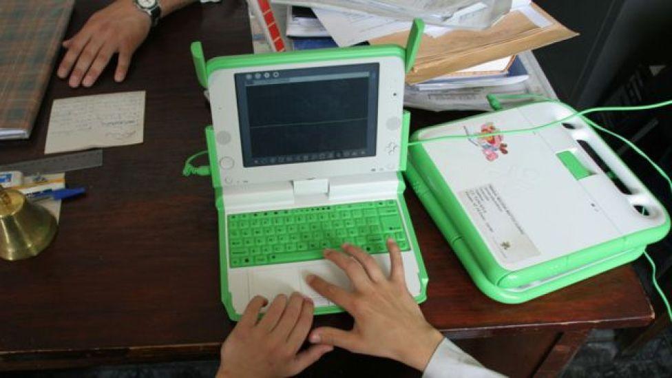 Computadora portátil del Plam Ceibal.