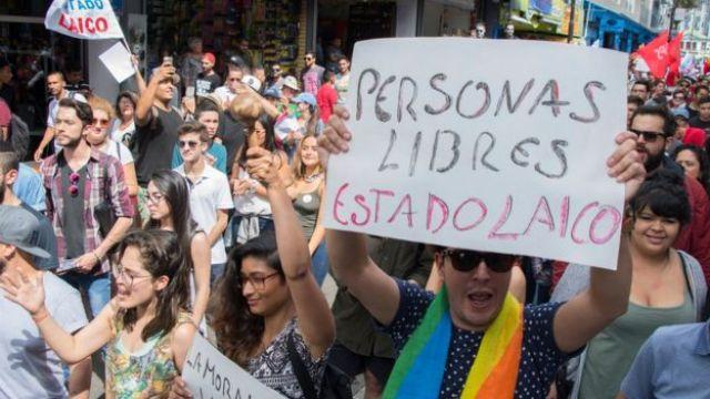Miles reclaman la laicidad del Estado durante la campaña electoral de Costa Rica.