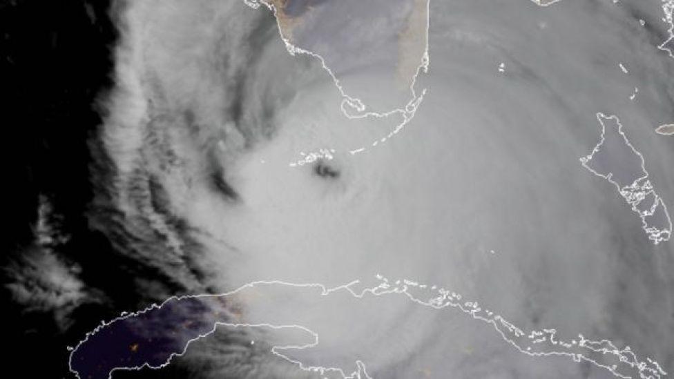 El ojo del huracán Irma a punto de impactar los cayos de Florida