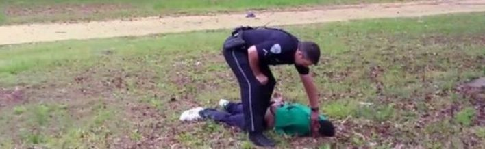 Michael Slager feels Walter Scott's pulse