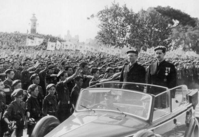 En 1937 el cuñado del general Francisco Franco y ministro del Interior de España, Ramón Serrano Suner, llega en coche a Valencia junto al gobernador provincial para una ceremonia.