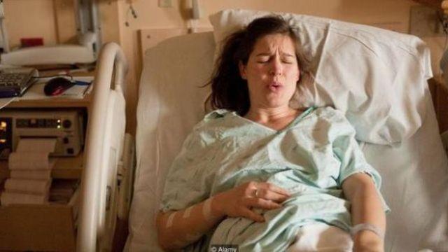Una mujer en trabajo de parto