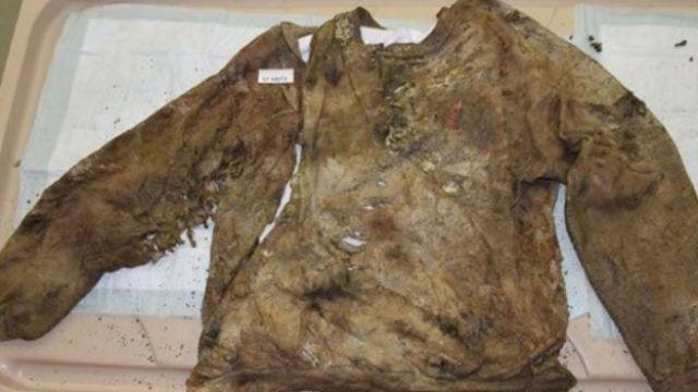 Camisa deshilachada por el ataque de varios cuchillos. (Foto: Montgomery County Police)