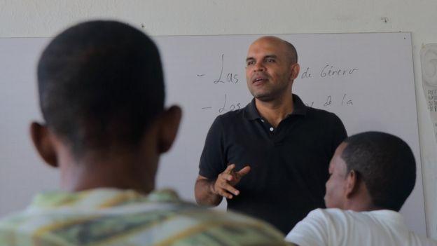 Gustavo Adolfo Calle le habla a los internos