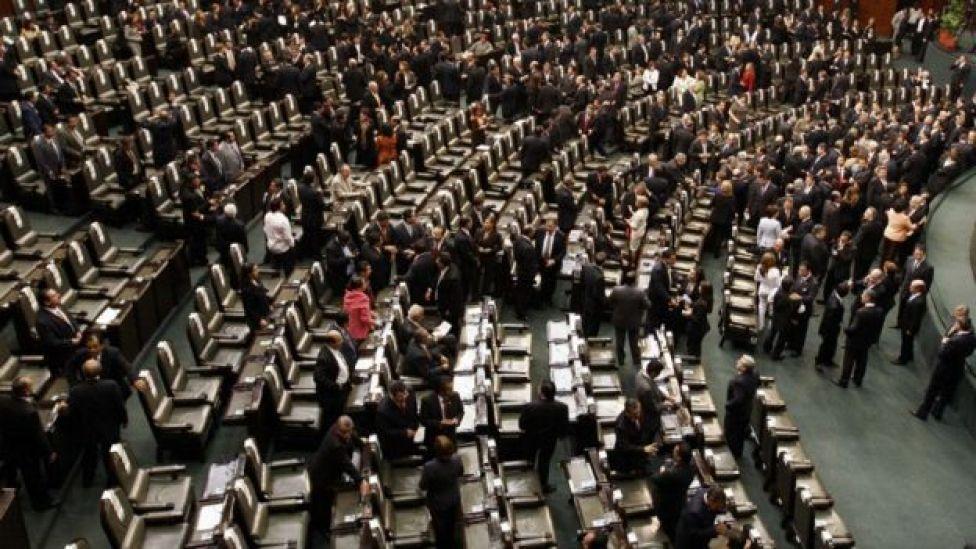 El Congreso mexicano aprobó una polémica ley para regularizar las tareas militares en seguridad pública.