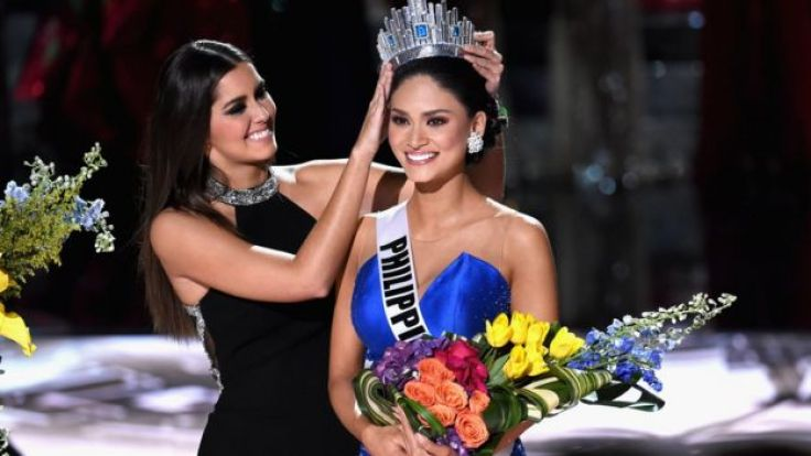 Pia Alonzo Wurtzbach reacts as she is crowned the 2015 Miss Universe