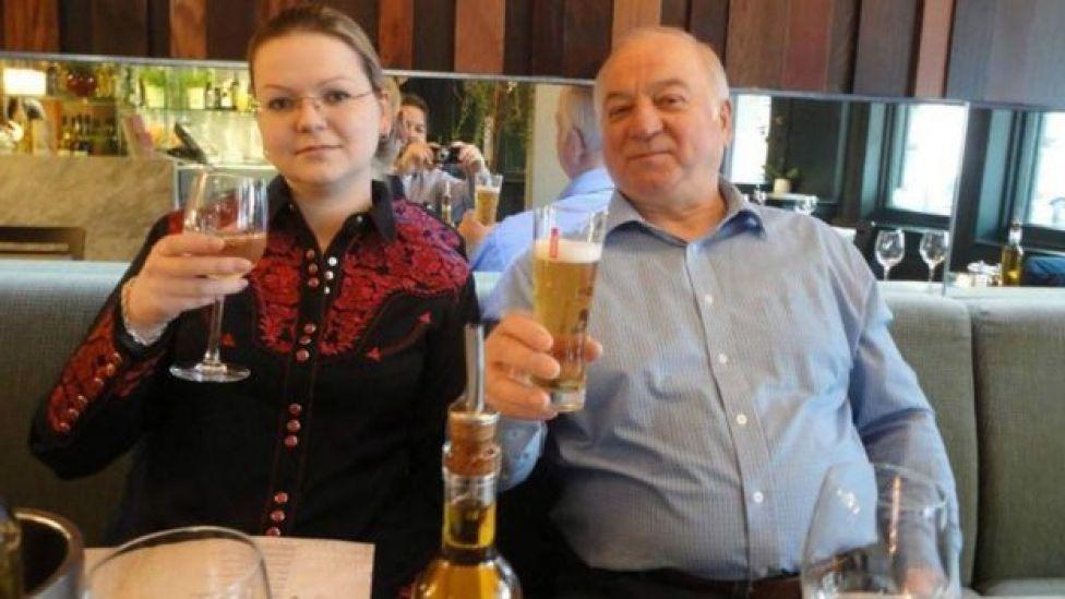 Sergei Skripal(kulia) na binti yake bado wapo mahututi hospitalini