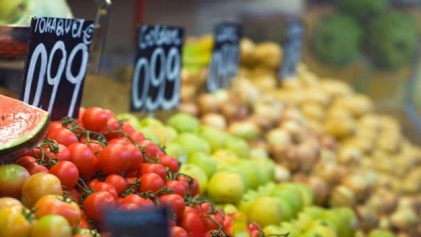 Meyve sebze tezgahı