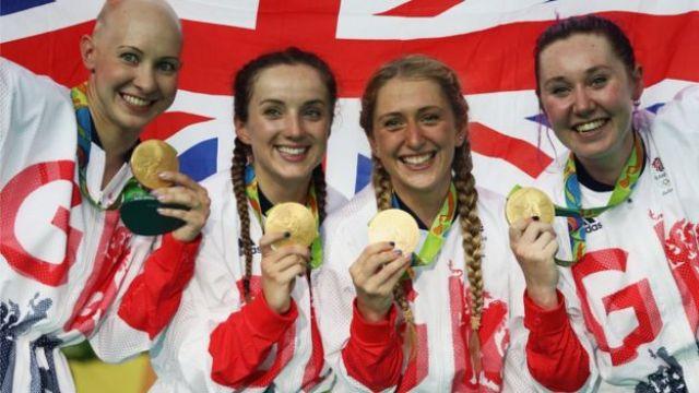 El equipo de ciclismo femenino de Reino Unido con el oro logrado en Río 2016.