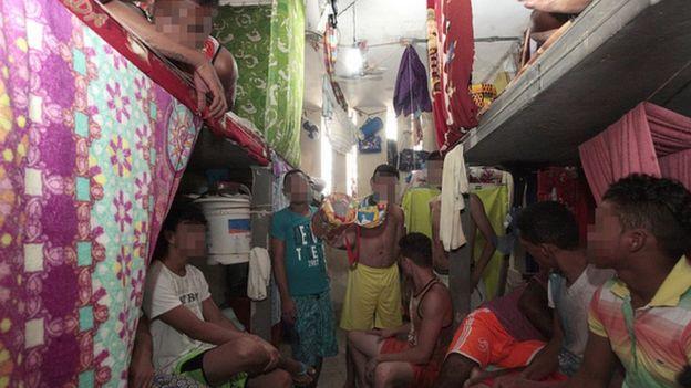 Cela superlotada de presos da Unidade Penitenciária Doutor Francisco D'Oliveira Conde, no Rio Branco (AC)