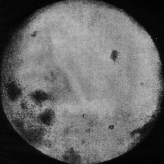 Imagen de la Luna tomada por Lunik 3.