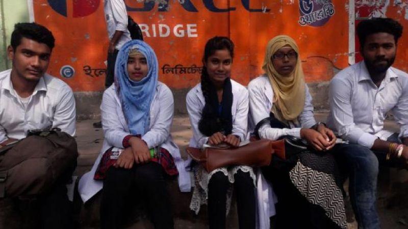 ঢাকা পলিটেকনিকের কয়েকজন শিক্ষার্থী