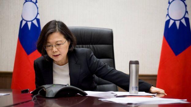 Văn phòng tổng thống Đài Loan công bố ảnh bà Thái Anh Văn điện đàm với ông Donald Trump