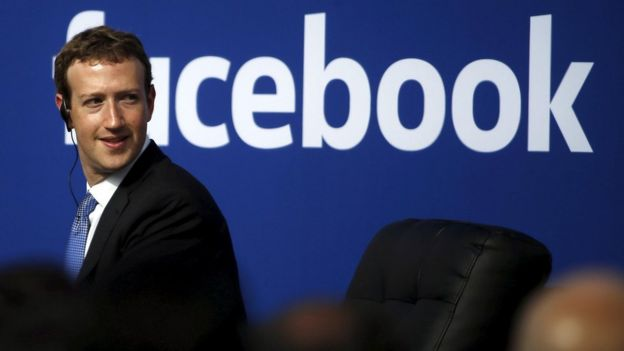 El director de Facebook, Mark Zuckerberg