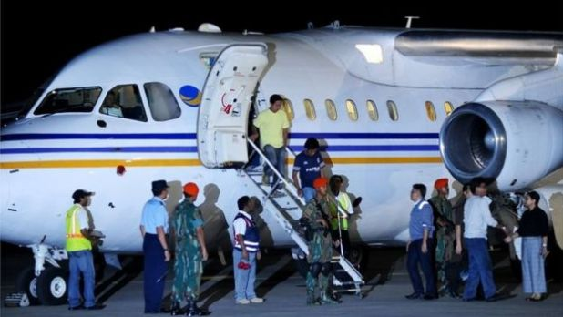 Indonesian sailors released by Abu Sayyaf get off a plane in Jakarta after being released (1 May 2016)