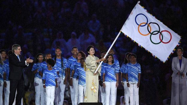 Tokyo governor Yuriko Koike (right) waves the Olympic flag during the closing ceremony of the Rio 2016 Olympic Games, 21 August 2016, Rio.