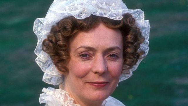 Alison Steadman interpretando a la señora Bennet en la serie de la BBC de 1995