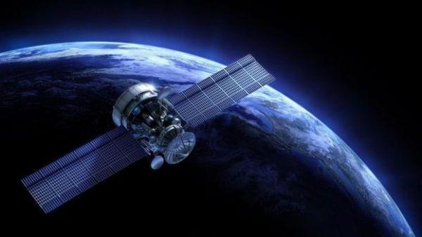 مركبة فضاء تدور حول كوكب الأرض