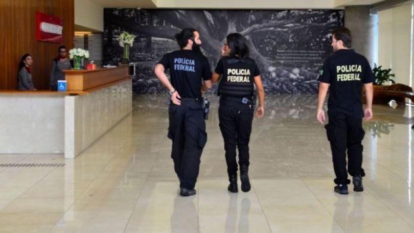 Agentes da Polícia Federal na sede da Odebrecht em SP