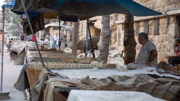 Empty market stalls in rebel-held district of Aleppo (19 September 2016)