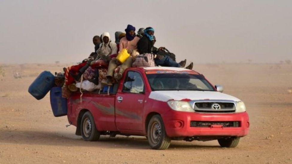 Personas de África Occidental regresan a Níger después de huir de Libia.