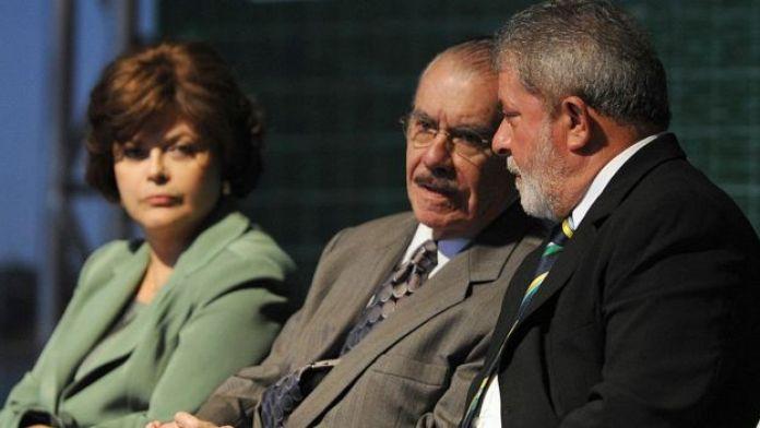 Em primeiro plano, Lula e Sarney, observados por Dilma Rousseff, em evento de 2009
