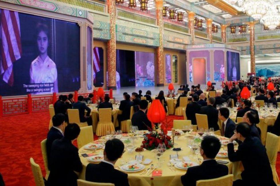 El video de Arabella Kushner proyectado en Pekín.