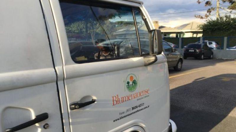Kombi traz refeições para presos