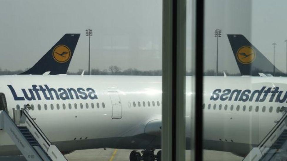 Un avion de la aerolinea Lufthansa.