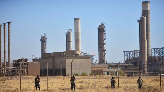 Iraqi forces near an oil facility in Kirkuk, Iraq (16 October 2017)