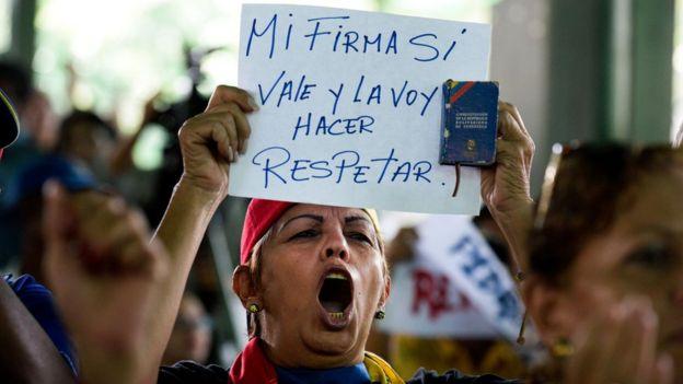Manifestante opositora