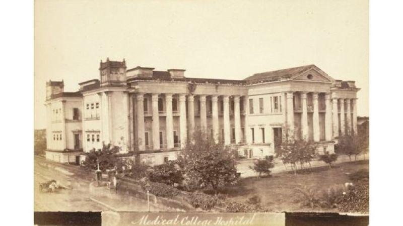 Vista externa do Colégio Médico de Calcutá, em 1878 (imagem de domínio público)