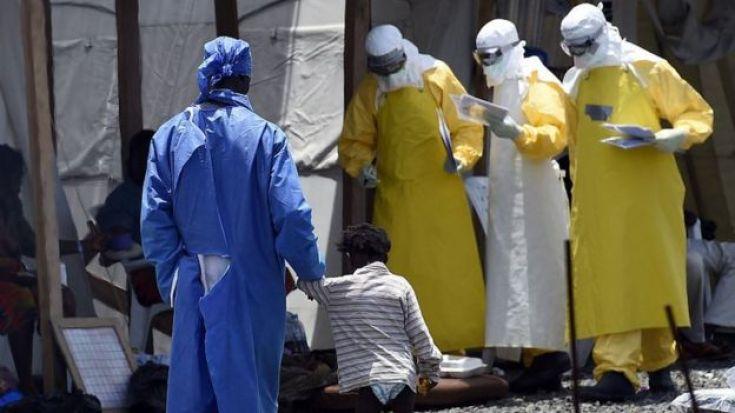 Médicos contra el ébola.