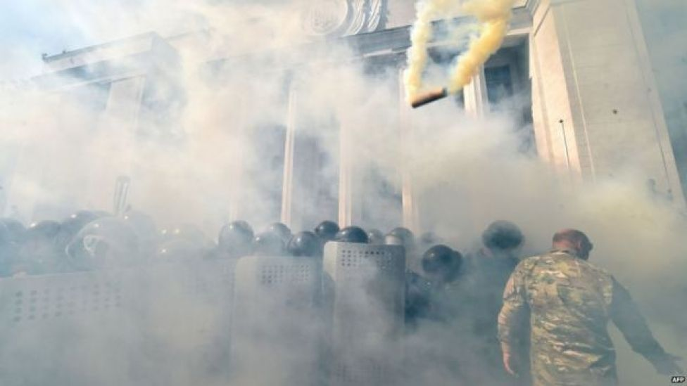 Smoke bomb hurled at national guard (31 August)