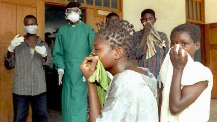 Des parents de victimes d'Ebola à Kikwit (plus de 300 km de Kinshasa la capitale) en 1995