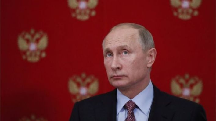 تقول الصحيفة إن الكرملين ينفي بصورة قاطعة إمتلاك بوتين لثروة شخصية