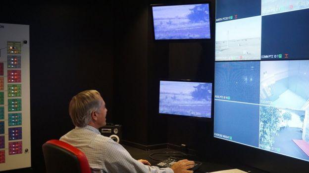panel de control dentro del búnker