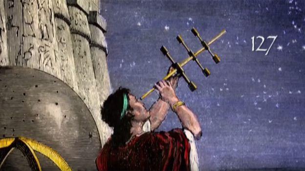 Antiguo griego examinando el cielo