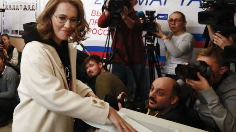 Ksenia Sobchak votes in Moscow on 18 March 2018