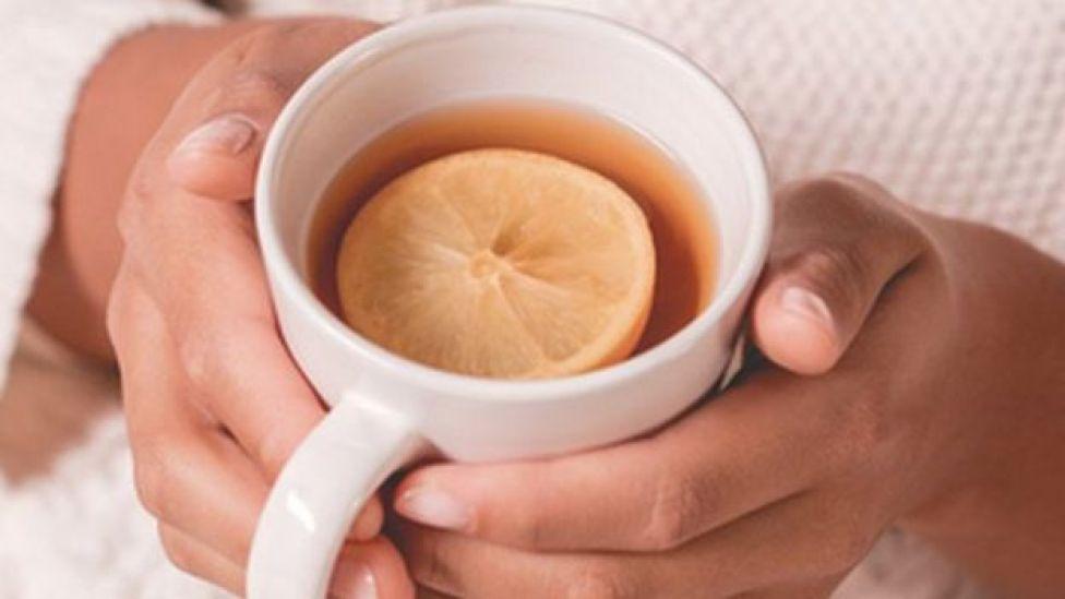 Chá com mel e limão
