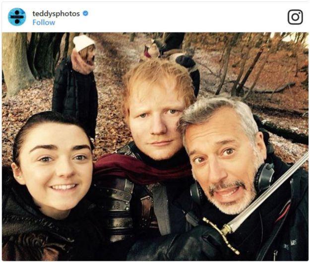 Ed Sheeran junto a su amiga Maisie Williams