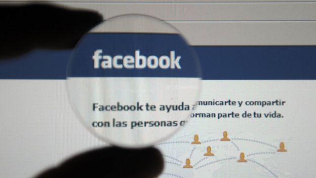 Pantalla de Facebook en español.