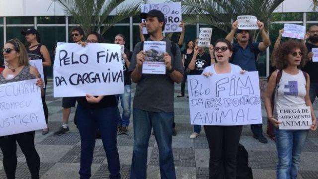 protestos de ativistas pelo direito dos animais