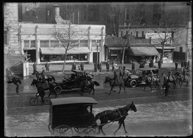 Exterior de uno de los restaurantes de la cadena Childs en Pennsylvania Avenue, Washington, DC, en 1917.