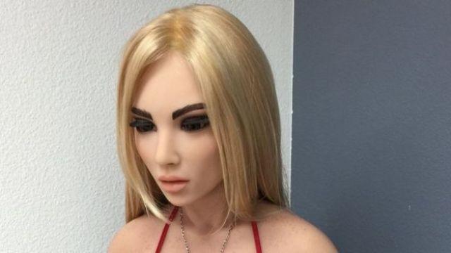 Boneca sexual loira