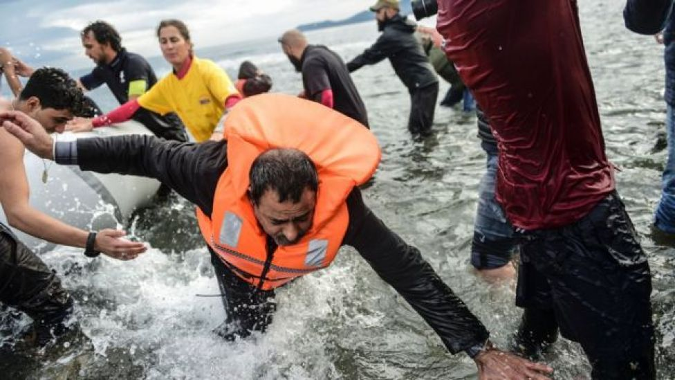 Migrantes tratando de llegar a Europa.