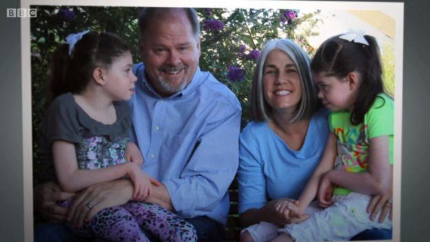 Chris y Hugh Hempel con sus hijas