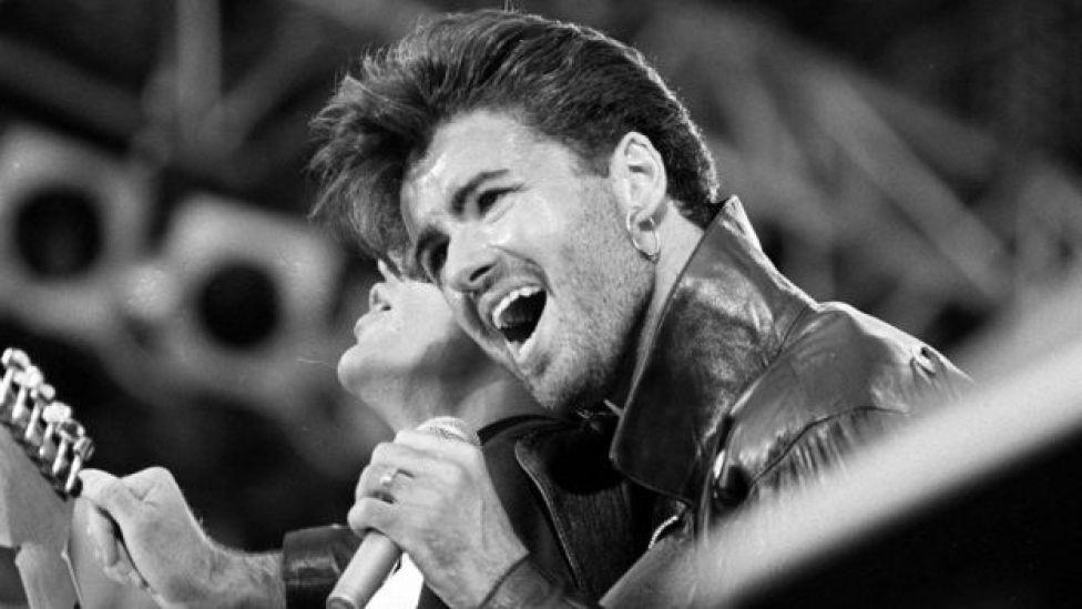 George Michael tenía apenas 18 años de edad cuando comenzó a ganar notoriedad con su dúo Wham!