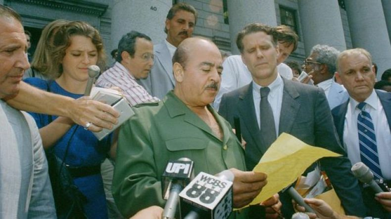 Khashoggi saliendo del tribunal en 1989.