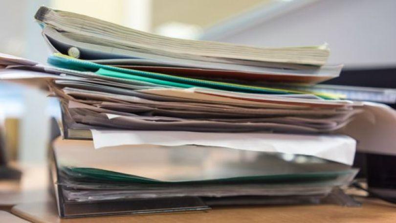 Pilha de folhas e documentos